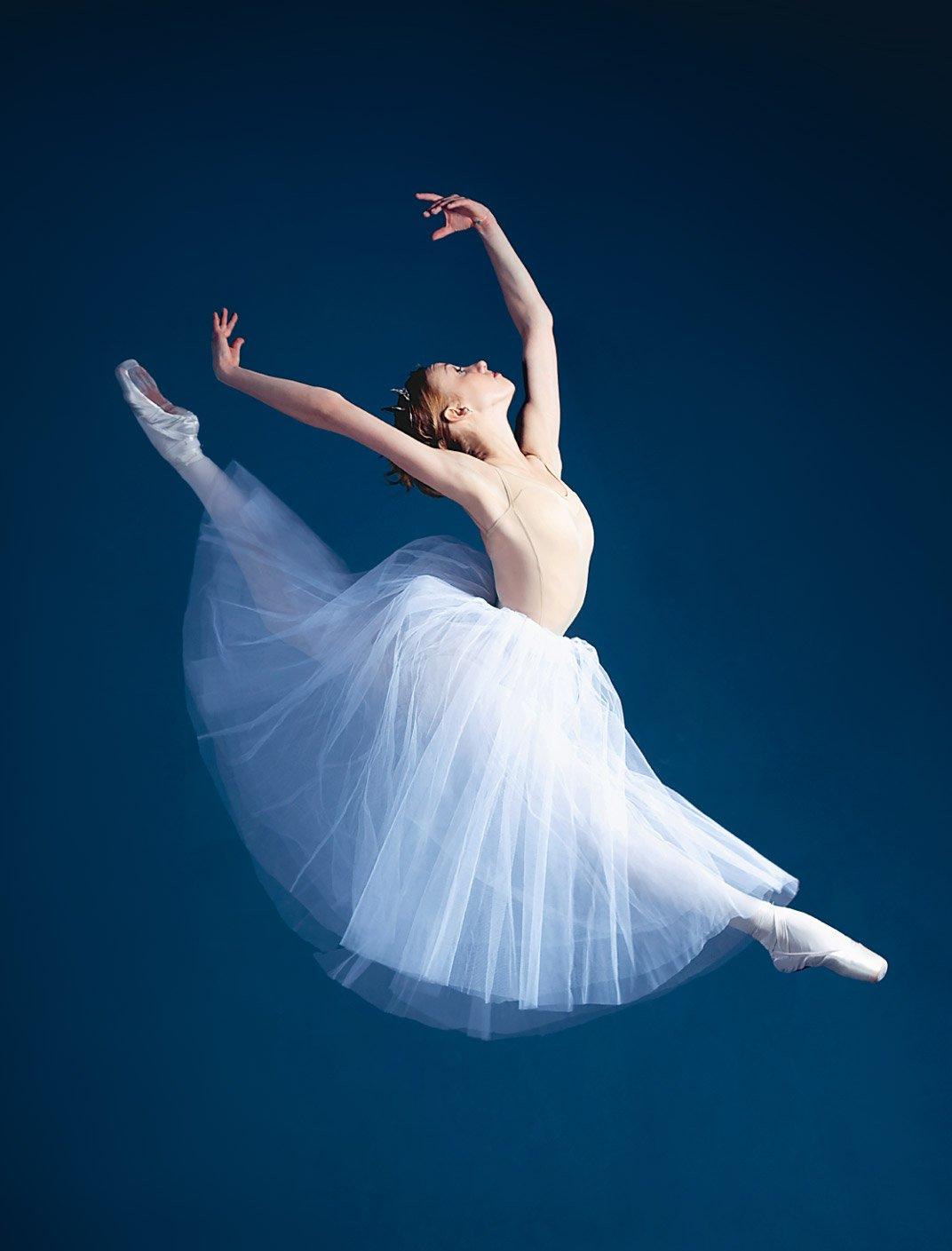 Ballett Tänzerin zeigt ihre attitude